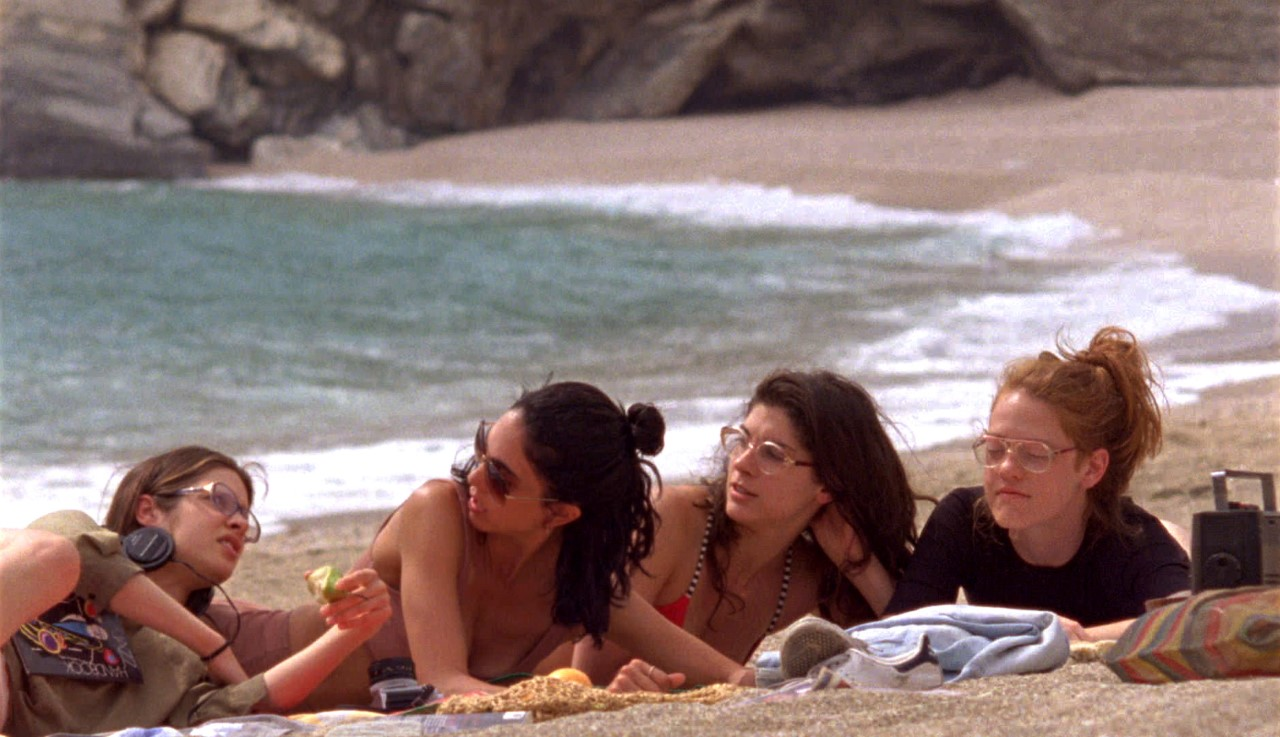 Ταινία Winona, γυναίκες στην παραλία