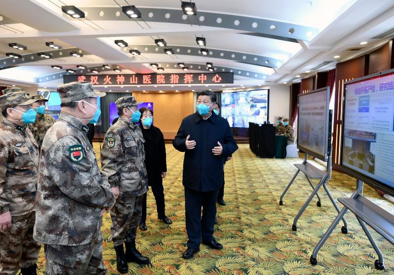 O πρόεδρος της Κίνας Σι Τζινπίνγκ σε νοσοκομείο της Ουχάν.