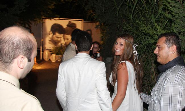 Χαμόγελα ευτυχίας, εννιά χρόνια πριν, στο γάμο Χρηστίδου Μαραντίνη