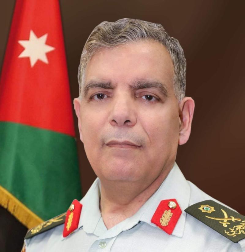 Υπουργός Υγείας Ιορδανίας με στολή