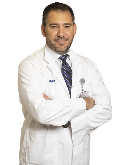 O  κ. Βασίλειος Ζέρρης, Καθηγητής Νευροχειρουργικής, Δ/ντης Γ' Νευροχειρουργικής Κλινικής στο .
