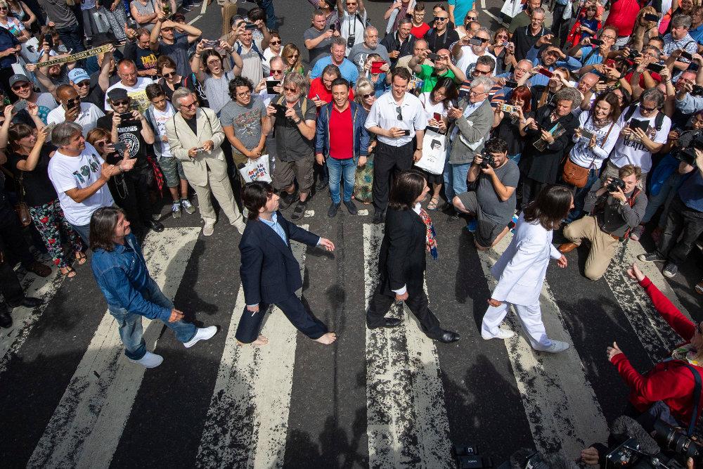 Ο εορτασμός της κυκλοφορίας του Abbey Road με σωσίες των Μπιτλς είναι κάτι που έχουμε ξαναδεί τα περασμένα χρόνια