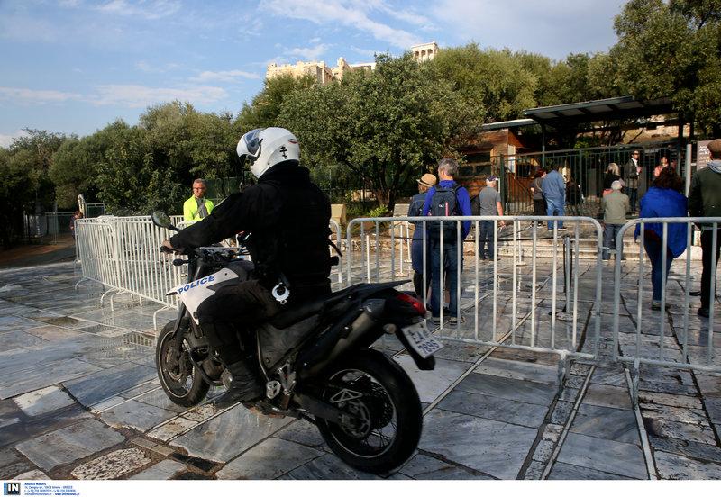 Ανδρας της ΔΙΑΣ έξω από την Ακρόπολη -Φωτογραφία: Intimenews/ΚΑΠΑΝΤΑΗΣ ΔΗΜΗΤΡΗΣ