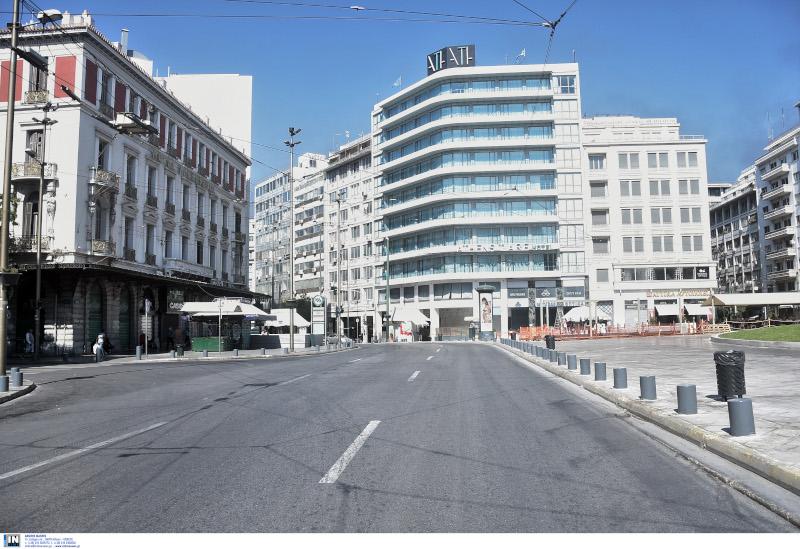 Άδειοι οι δρόμοι στο κέντρο της Αθήνας.