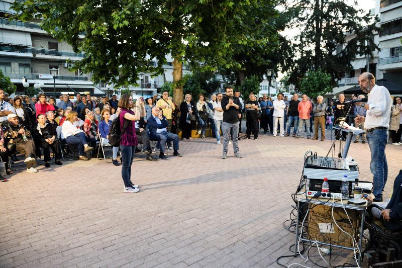 Αδεια η πλατεία των Καμινίων στην ομιλία του Νίκου Μπελαβίλα