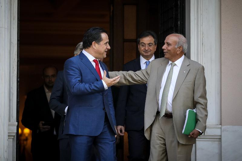 Ο υπουργός Ανάπτυξης και Επενδύσεων, Αδωνις Γεωργιάδης με τον επικεφαλής του μεγάλου επενδυτικού ομίλου Fairfax, Prem Watsa.