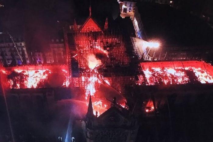 Φωτογραφία από αέρος αποκαλύπτει την έκταση της καταστροφής στην Παναγία των Παρισίων.