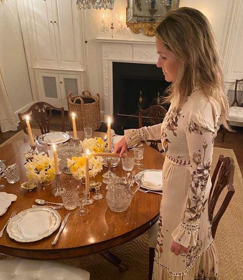 Η Aerin Lauder έγραψε πως απολαμβάνει τα οικογενειακά γεύματα τώρα που η οικογένεια είναι σε απομόνωση