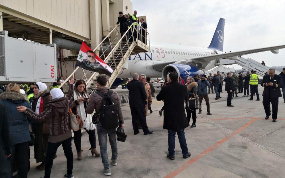 Η πρώτη πτήση που προσγειώνεται στο αεροδρόμιο στο Χαλέπι
