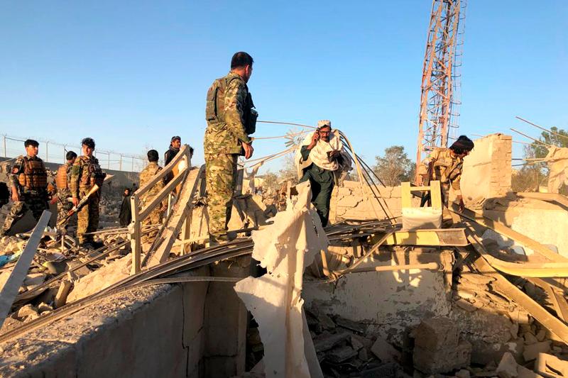 Ο στρατός αναζητά επιζώντες ανάμεσα στα συντρίμμια