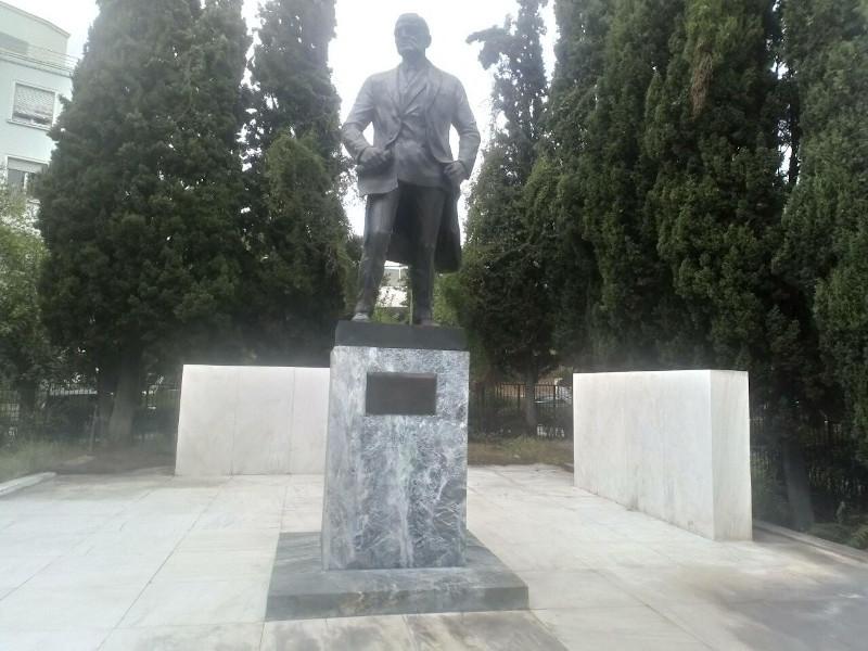 Το άγαλμα του Τρούμαν καθαρισμένο