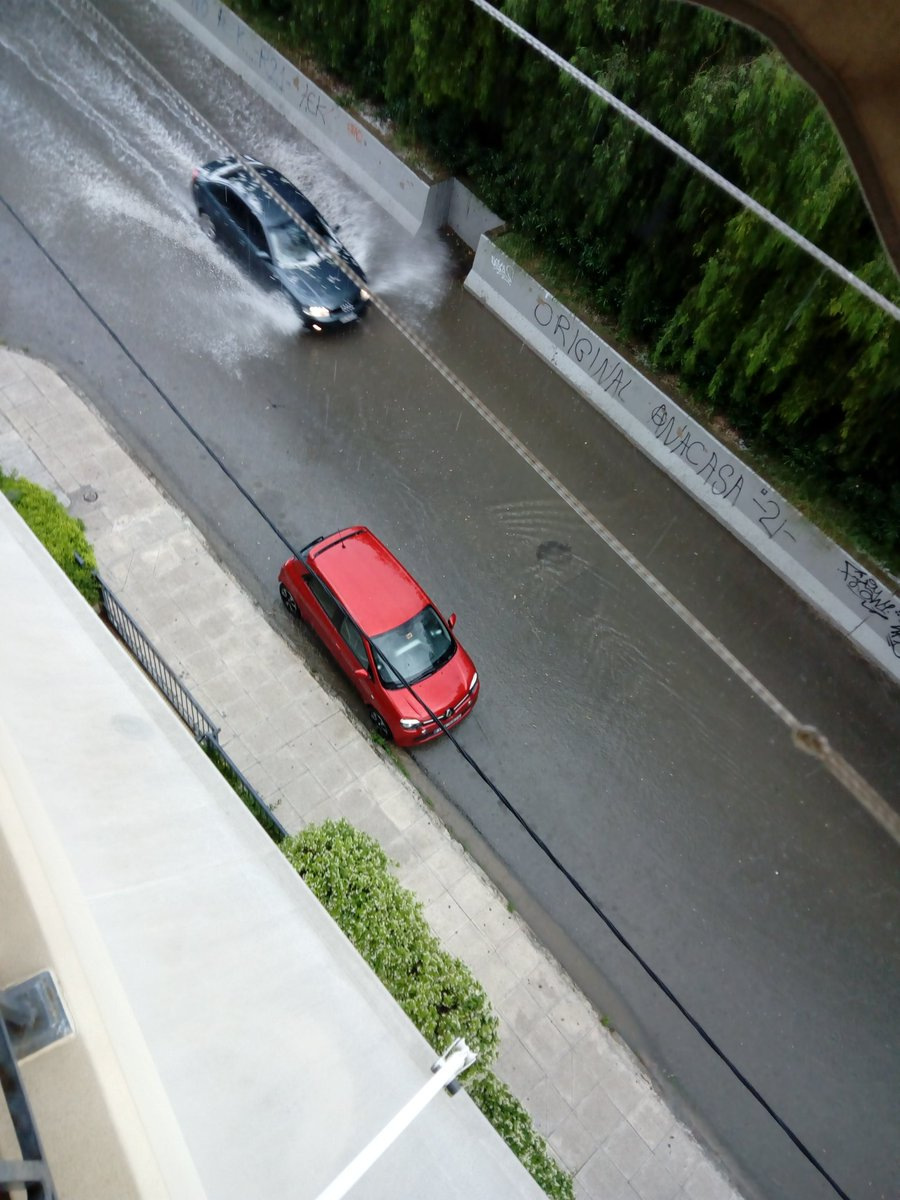 Πλημμύρισαν οι δρόμοι στον δήμο Αγίων Αναργύρων - Καματερού με το ξαφνικό χαλάζι