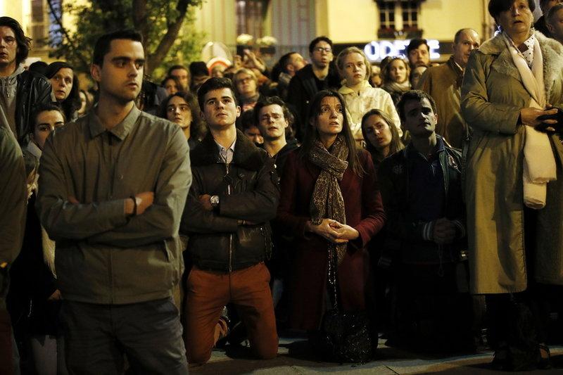 Γάλλοι αγωνιούν για την Παναγία των Παρισίων