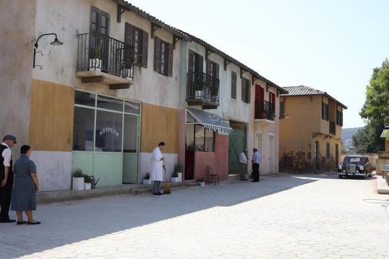 Ο χωμάτινος δρόμος με τα μαγαζιά στις «Άγριες Μέλισσες» που χτίστηκαν αποκλειστικά για τις ανάγκες της σειράς του ΑΝΤ1