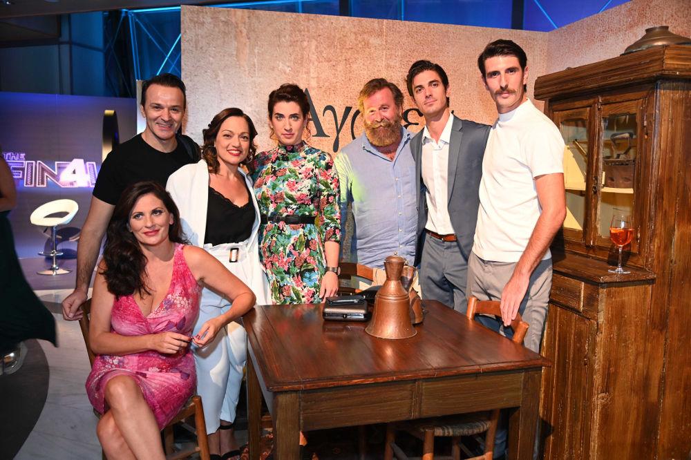 Ηθοποιοί από τη σειρά «Άγριες Μέλισσες» στην παρουσίαση προγράμματος του ΑΝΤ1 στον «Ελληνικό Κόσμο»