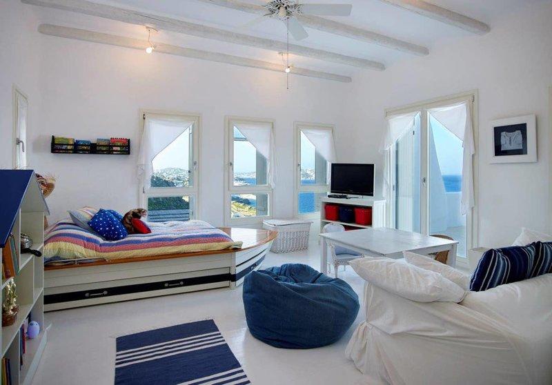 Μια από τις κρεβατοκάμαρες του «τσουχτερού» Airbnb της Μυκόνου