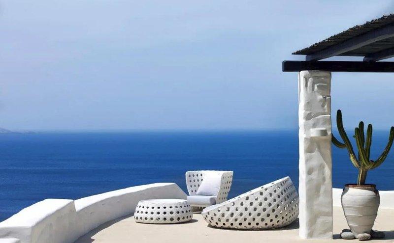 Μια άλλη εικόνα από τον κήπο του πιο ακριβού Airbnb της Ελλάδας