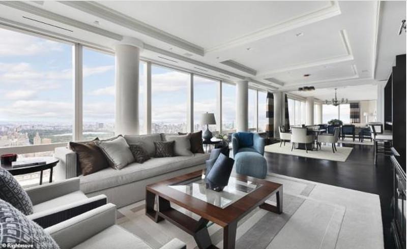 Ενιαίο σαλόνι και τραπεζαρία με άφθονο φυσικό φως