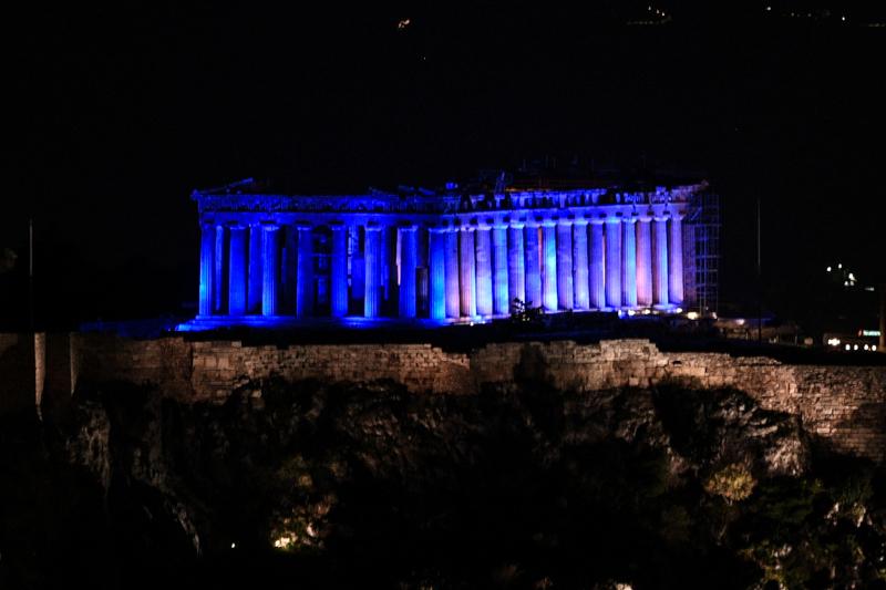 Ο Παρθενώνας στα μπλε