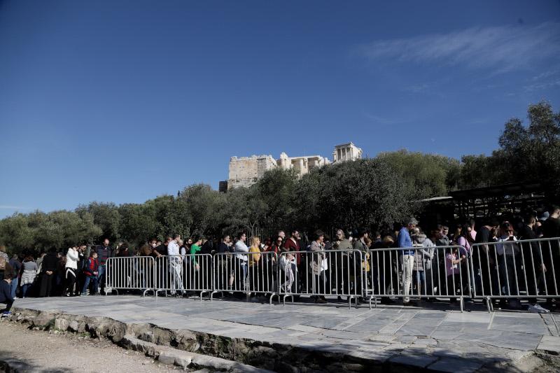 Η ελεύθερη είσοδος στους αρχαιολογικούς χώρους συνοδεύτηκε και από καλοκαιρία