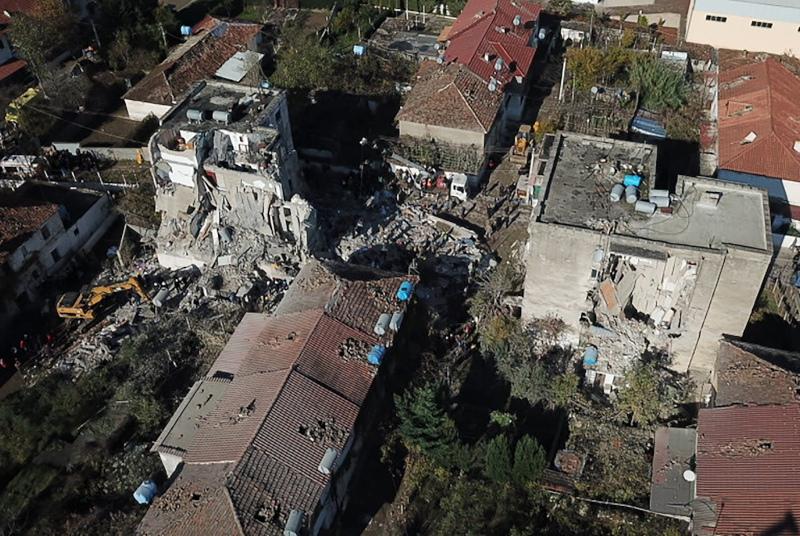 Εικόνες βιβλικής καταστροφής μετά τον σεισμό στην Αλβανία