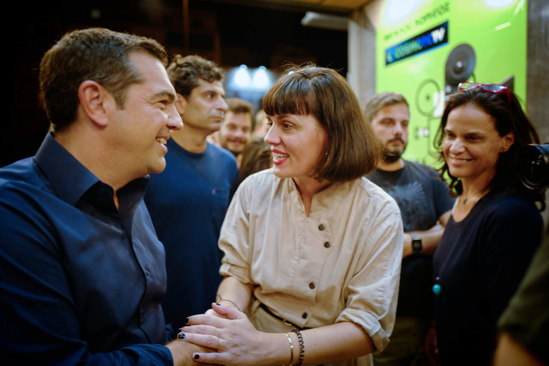 Ο Αλέξης Τσίπρας χαιρετά εκπροσώπους του φεστιβάλ «Νύχτες Πρεμιέρας» στον κινηματογράφο «Δαναός»