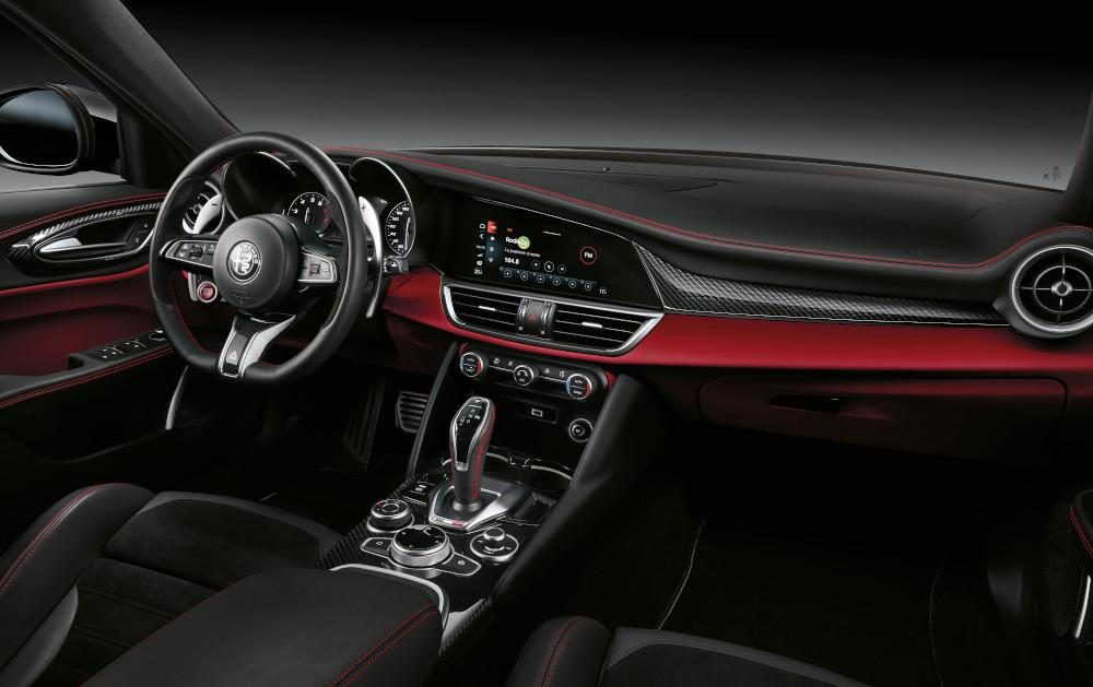 Διαθέσιμες οι νέες Alfa Romeo Giulia Quadrifoglio & Stelvio Quadrifoglio