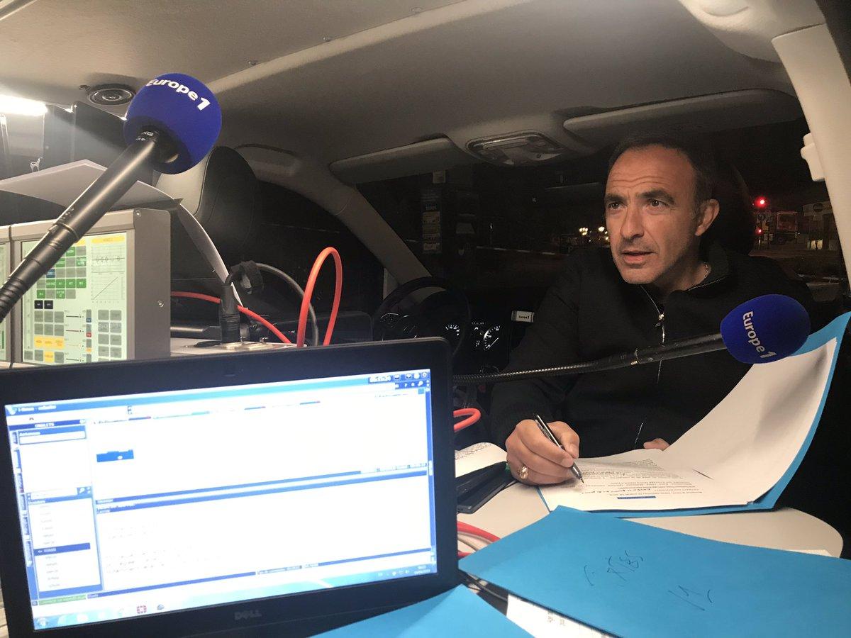 Ο Νίκος Αλιάγας ζωντανά στο γαλλικό ραδιόφωνο την επομένη της καταστροφής της Παναγιάς των Παρισίων