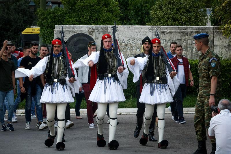 Αλλαγή φρουράς στο Μνημείο του Άγνωστου στρατιώτη από Πόντιους Εύζωνες / Φωτογραφία: EUROKINISSI