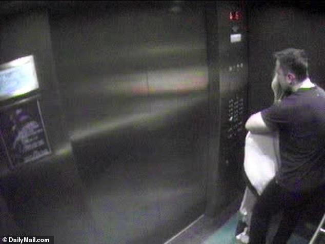 Έλον Μασκ και Άμπερ Χερντ σε τρυφερά ενσταντανέ στο ασανσέρ