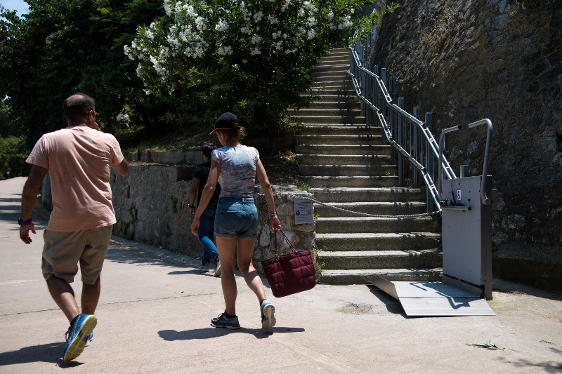 Το αναβατόριο της Ακρόπολης για άτομα με κινητικές δυσκολίες / Φωτογραφία: EUROKINISSI