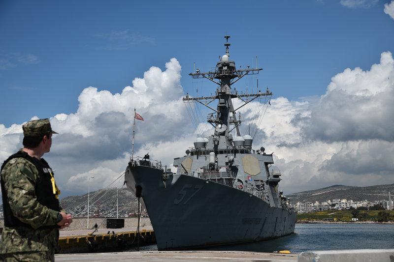 Εντυπωσιακό το USS Mitscher ακόμα και όταν είναι δεμένο στο λιμάνι.