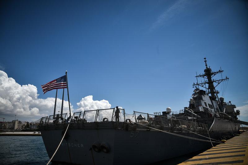 Δεμένο στο λιμάνι του Πειραιά το αντιτορπιλικό των ΗΠΑ