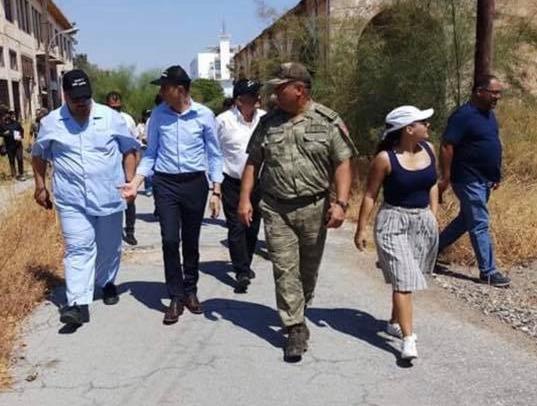 Αξιωματικοί του τουρκικού στρατού και άλλοι εκπρόσωποι του Ψευδοκράτους στην πόλη-φάντασμα στα Βαρώσια