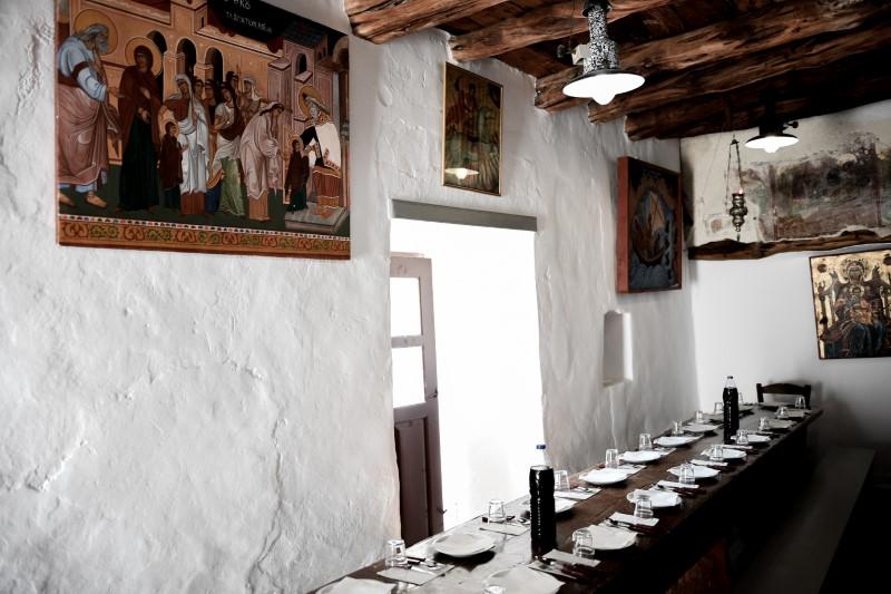Ο χώρος του μοναστηριού περιλαμβάνει πολυάριθμα κελιά, τράπεζα, μαγειρεία, αποθήκες, πατητήρια, στέρνες και πηγάδια