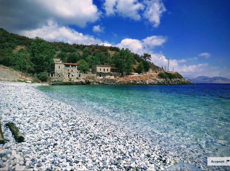 Η παραλία Αμπελος