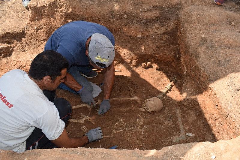 Αποκαλύφθηκε ένας λακκοειδής τάφος, των υστεροελληνιστικών χρόνων (τέλη 1ου αιώνα π.Χ.), με πλούσια κτερίσματα