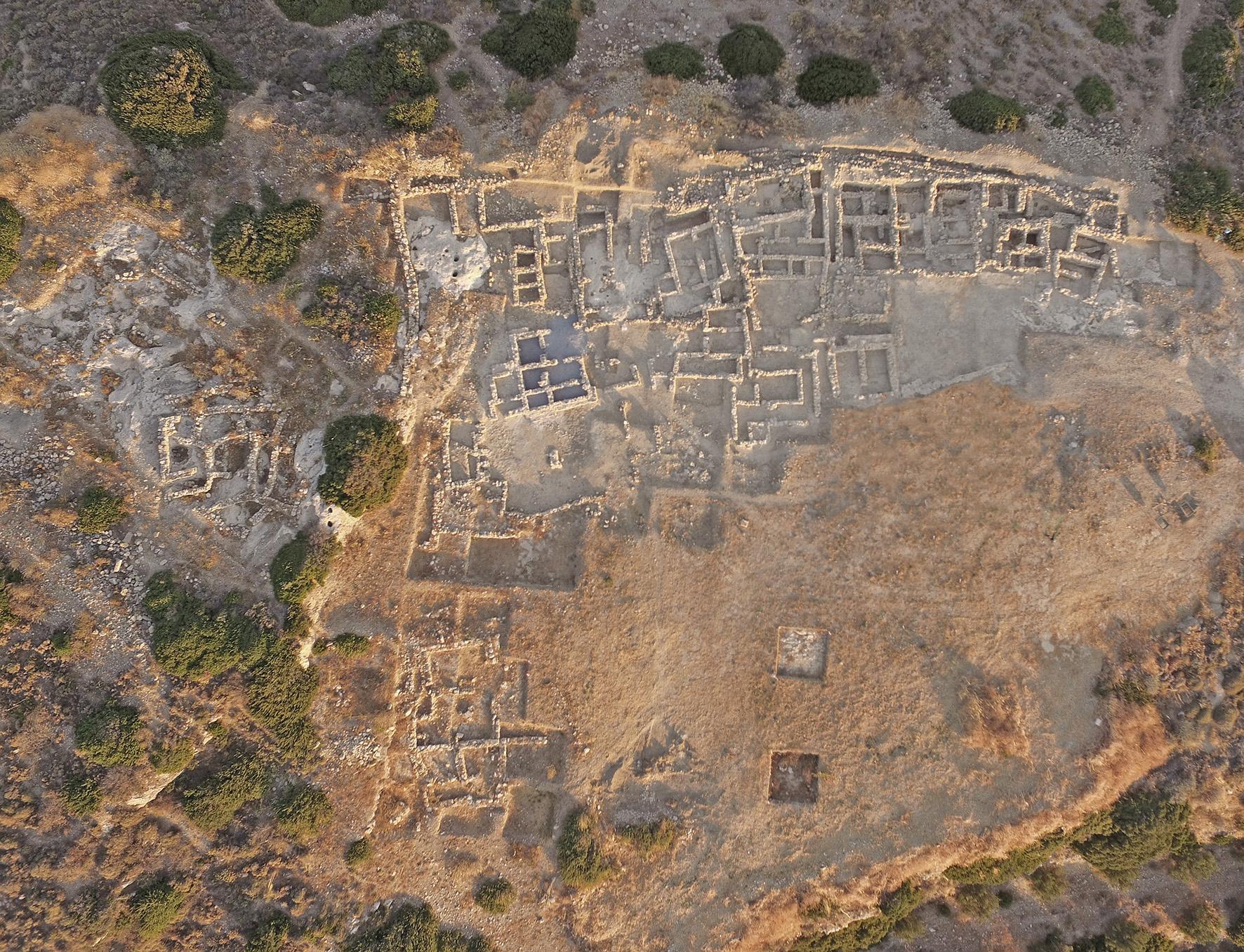 Η Ανασκαφή του προ-παλαιοανακτορικού μινωικού νεκροταφείου στον Πετρά Σητείας -