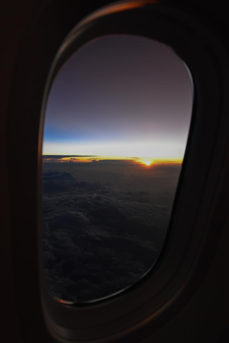 Ανατολή από παράθυρο αεροπλάνου