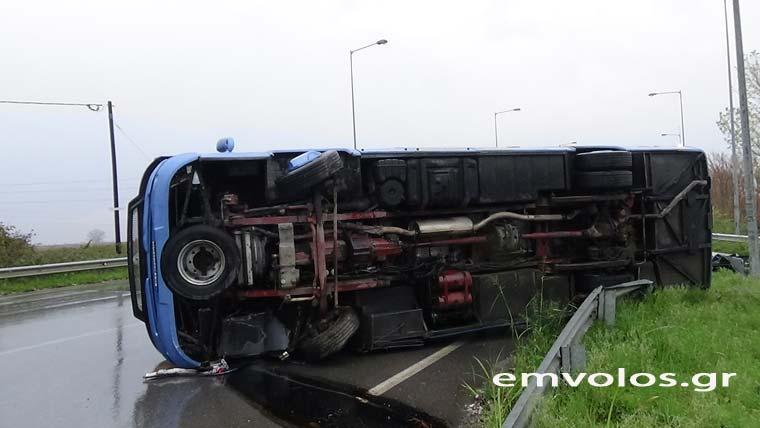 Ανατροπή τουριστικού λεωφορείου