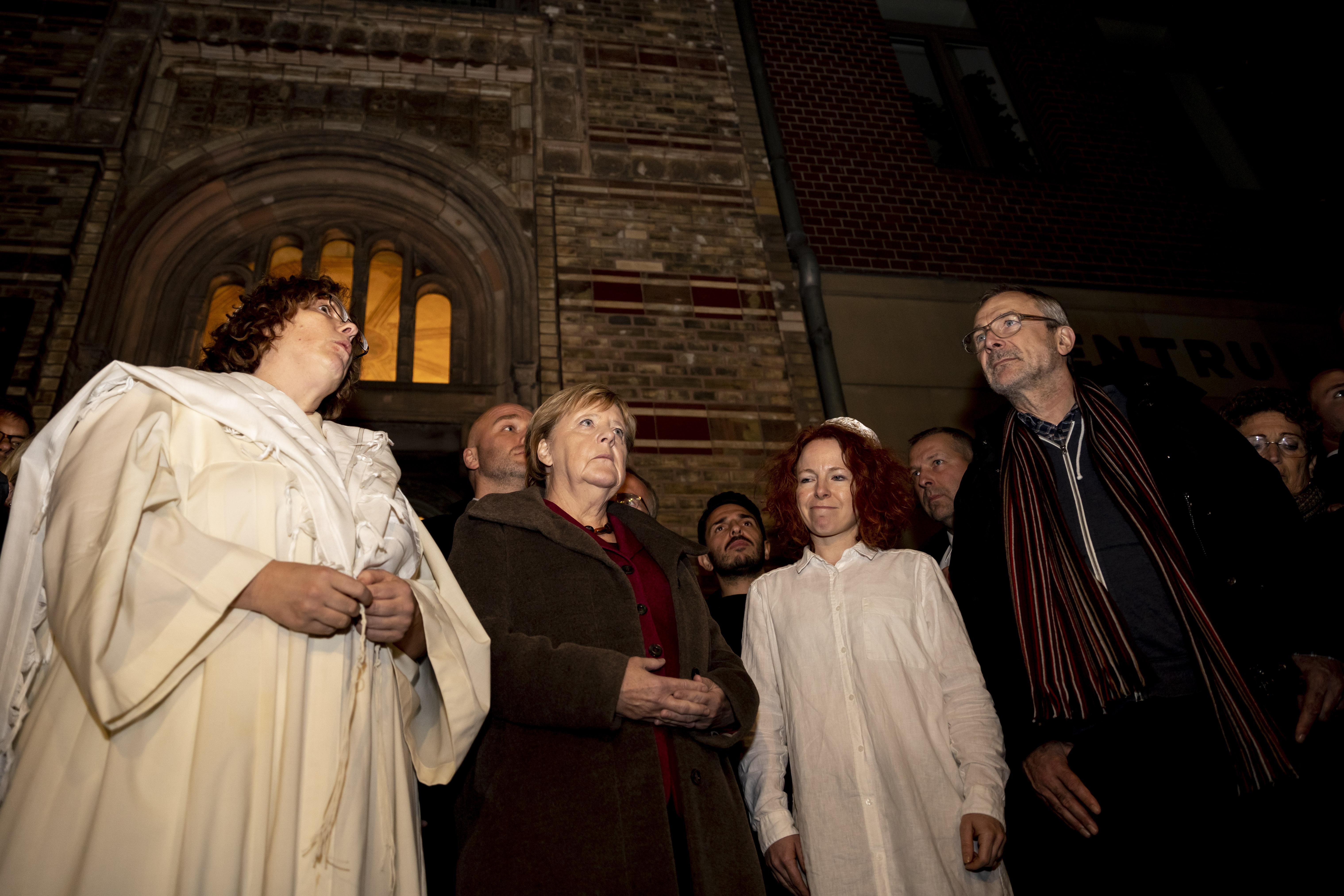 Η Ανγκελα Μέρκελ σε συναγωγή