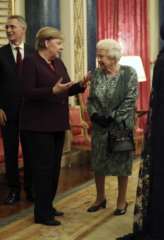 Η Ανγκελα Μέρκελ με τη βασίλισσα Ελισάβετ