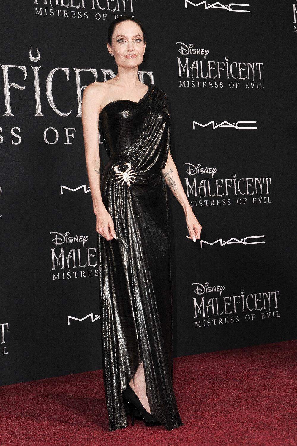 Έναν τεράστιο σκορπιό - αγκράφα έφερε το φόρεμα της Αντζελίνα Τζολί στο Κόκκινο Χαλί