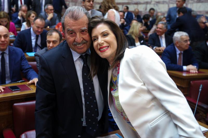 Η Αννα Ασημακοπούλου βγάζει φωτογραφία με τον Γιάννη Τραγάκη