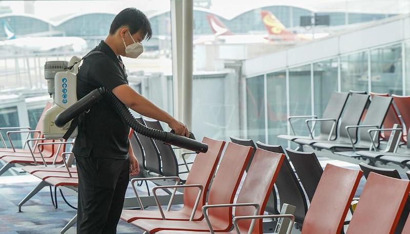 Ψεκασμός στα καθίσματα αεροδρομίου