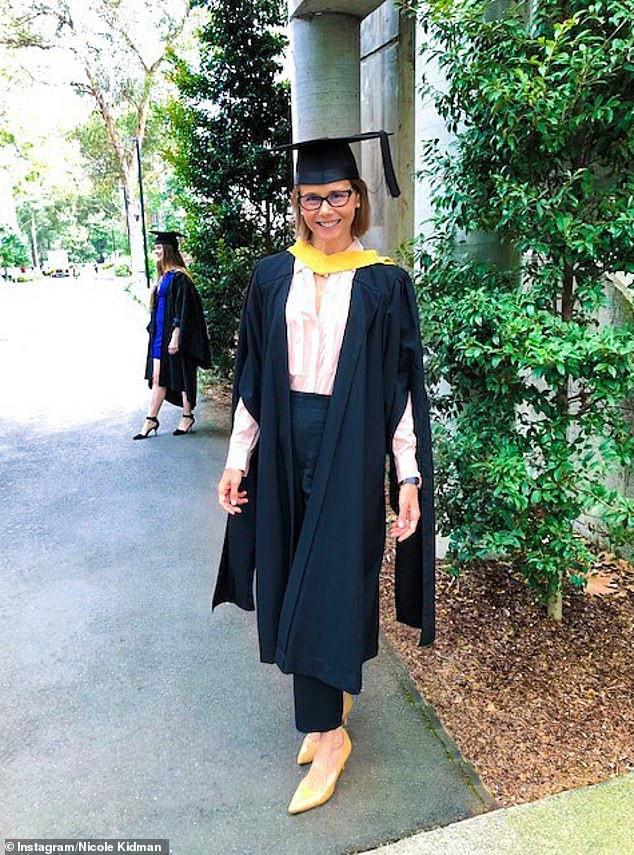 Η Αντωνία αδερφή της Νικόλ Κίντμαν στην αποφοίτησή της