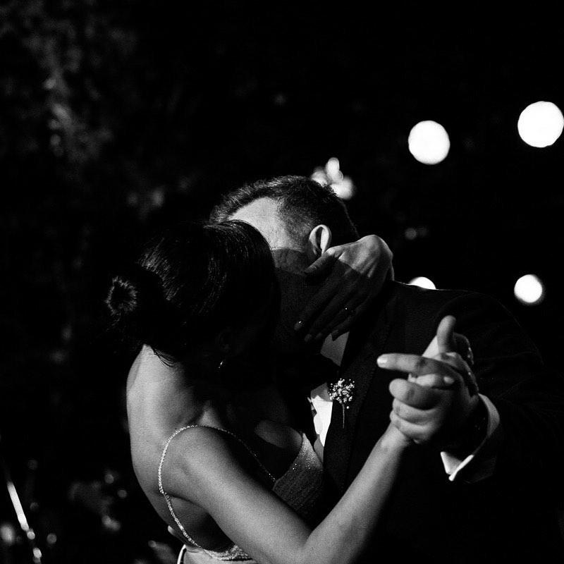 Αντώνης Ρέμος, Υβόννη Μπόσνιακ φωτό από φιλί γάμου