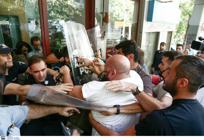 Καβγάς μεταξύ μελών του ΠΑΜΕ και αστυνομικών