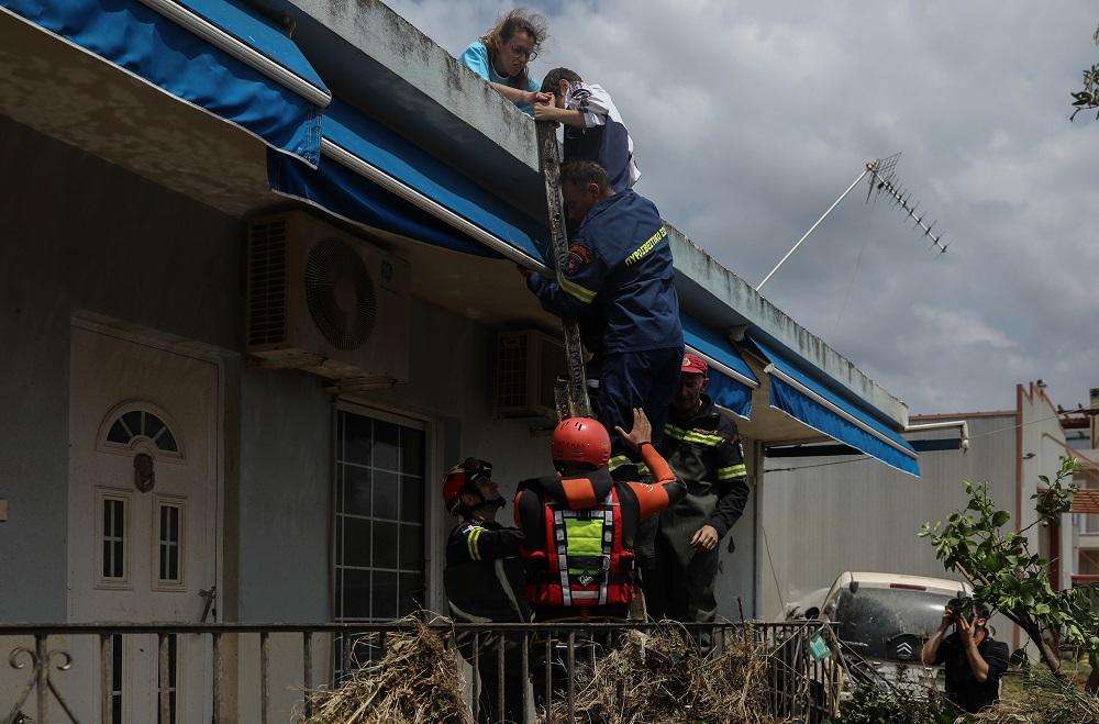 Διάσωση πολιτών από ταράτσα στην Εύβοια
