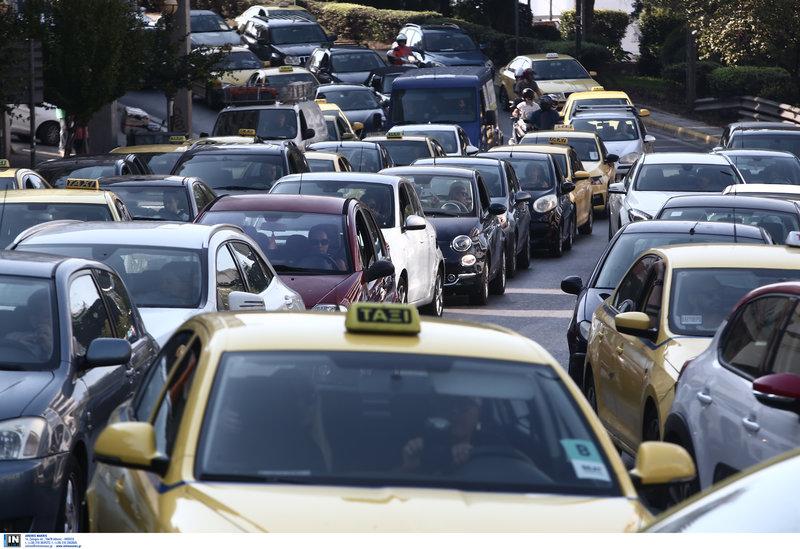 Μετ' εμποδίων η κίνηση στους δρόμους
